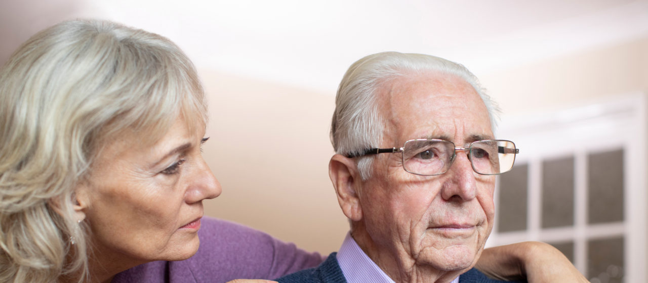 Opieka nad osobą chorą na demencję jest trudna pod względem fizycznym i emocjonalnym.