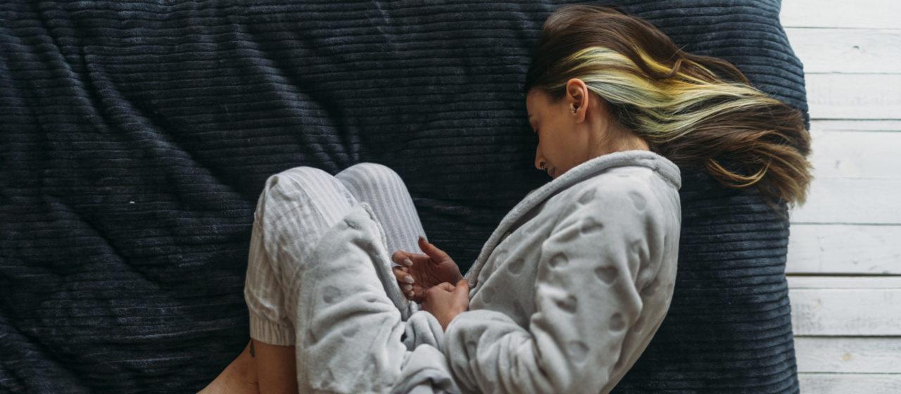 Osłabienie podczas choroby często wynika z niedożywienia.