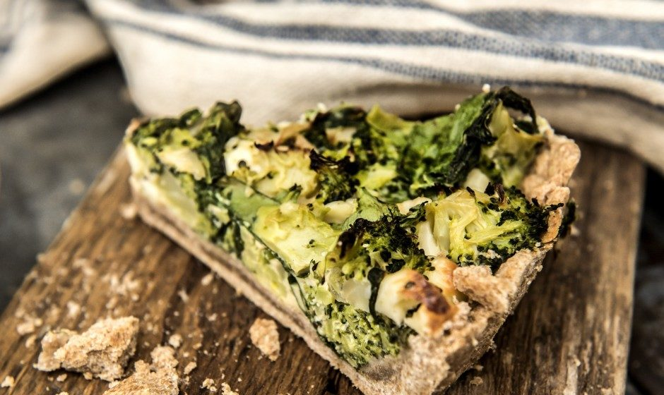 Tarta bezglutenowa ze szpinakiem, brokułami i serem feta