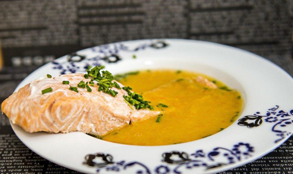 Zupa marchewkowa z łososiem